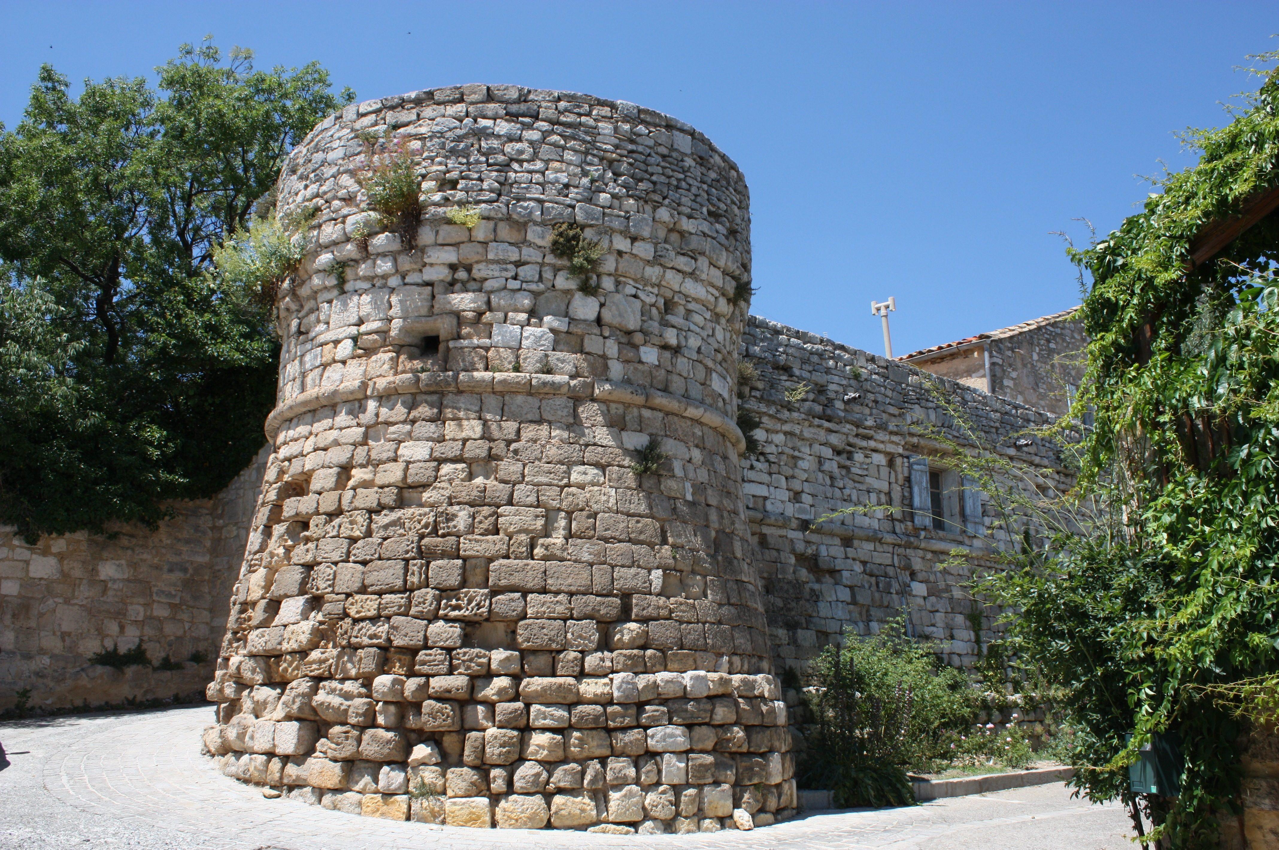 Remparts médiévaux d'Assas
