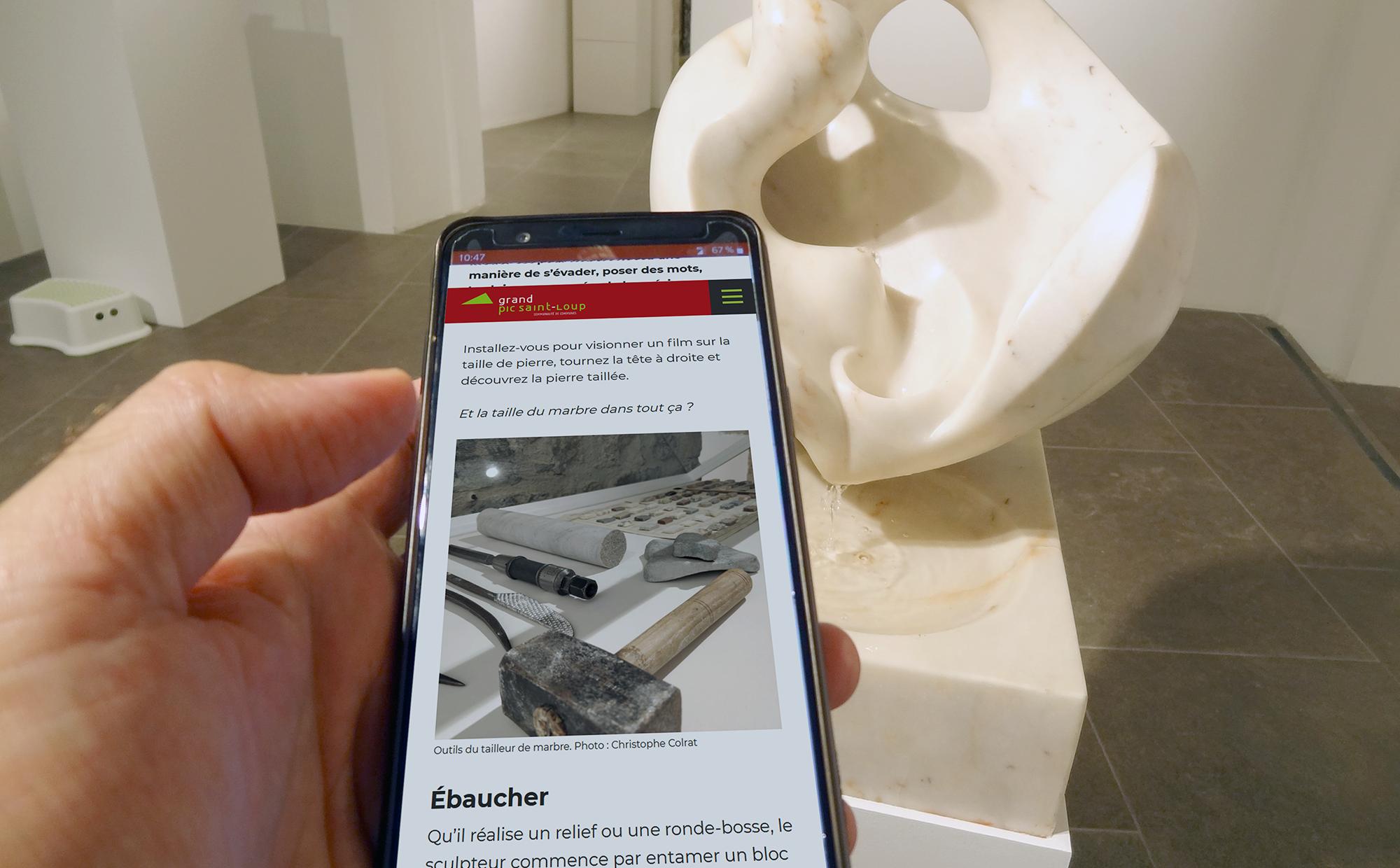 Visitez les musées avec votre smartphone. Photo : Christophe Colrat