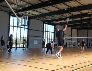 Initiation au badminton pour une classe de première. Photo : Christophe Colrat